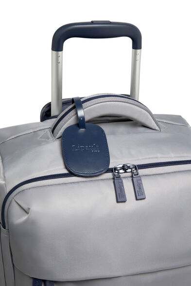 Lipault Original Plume Spinner 55/20 Carry-On in the color Pearl Grey/Navy.