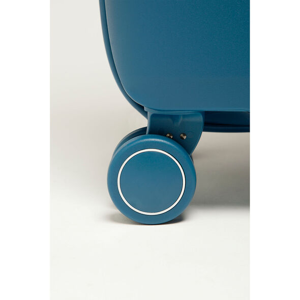 Lipault Urban Ballet Spinner 75/28 in the color Jeans Blue.